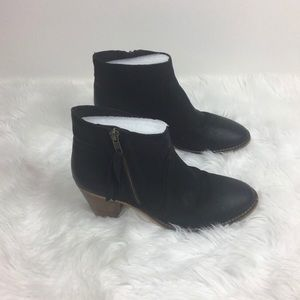 Urban Outfitters women black leather ankle boots